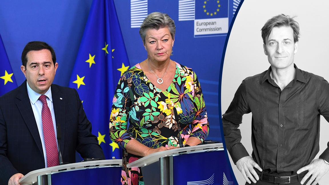 Svenska EU-kommissionären Ylva Johansson i samtal med Greklands migrationsminister Notis Mitarachi i Luxemburg den åttonde oktober i år. Foto: John Thys/AP/TT
