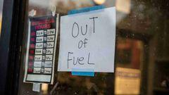 Utpressningsattacken mot Colonial Pipeline ledde till prisökningar och tillfällig brist på bensin på USA:s östkust. På bilden en bensinmack i Lynchburg, delstaten Virginia, den 11e maj. Foto: Kendall Warner/AP/TT