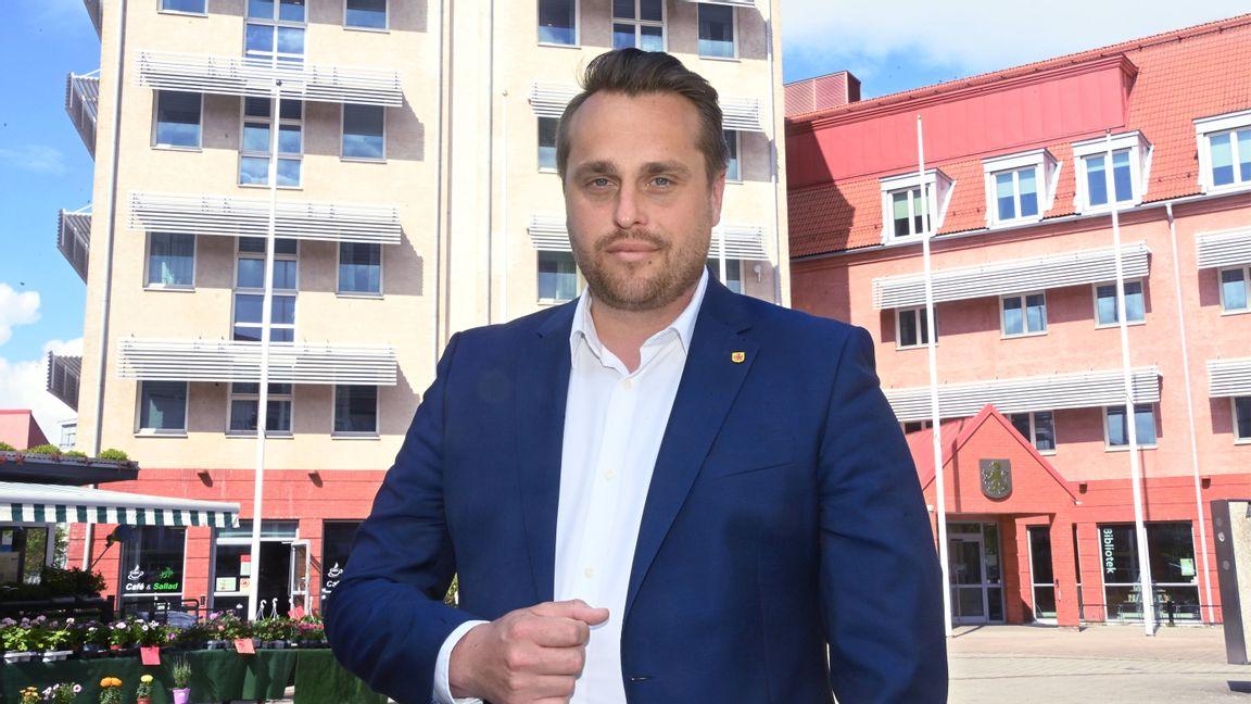 Christian Sonesson utanför rådhuset i Staffanstorp. Foto: Patrick Persson.
