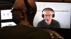 Anders Tegnell, statsepidemiolog, Folkhälsomyndigheten, syns på en skärm under tisdagens myndighetsgemensamma digitala pressträff om läget när det gäller covid-19. Foto: Janerik Henriksson/TT.