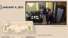 På en övervakningsfilm syns hur vicepresident Mike Pence och hans familj evakueras nedför en trappa (den orange pricken på grafiken till vänster), medan mobben som är på väg mot senatskammaren uppehålls av polismannen Eugene Goodman (röd och blå prick). Foto: AP/TT.