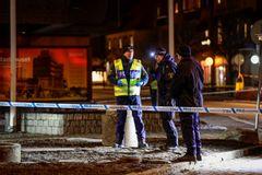 Polisens tekniker på plats i centrala Vetlanda där en man på onsdagen attackerade flera personer med ett tillhygge. Foto: Mikael Fritzon/TT.