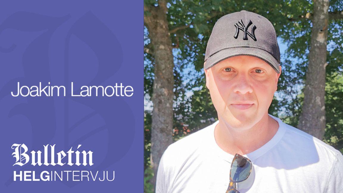 Joakim Lamotte intervjuas av Björn Nordquist i Bulletins Helgintervju. Foto: Björn Nordquist.