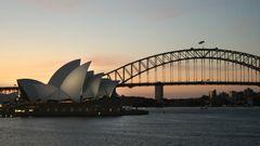 Folktomt utanför operahuset i Sydney, och några utländska turister lär inte synas till under 2021 heller. Arkivbild. Gustav Sjöholm/TT