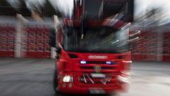 Flera enheter från räddningstjänsten höll då på att rökdyka för att bilda sig en uppfattning om branden. Foto: Pontus Lundhdal/TT.